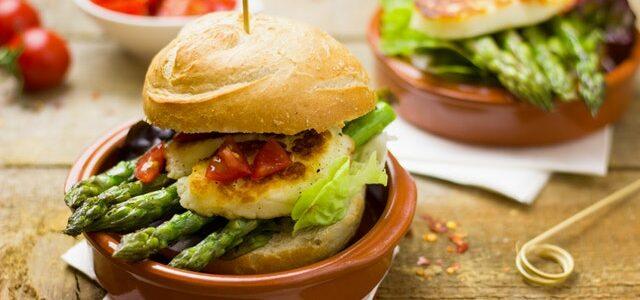 Cum te poti bucura de un burger sanatos?
